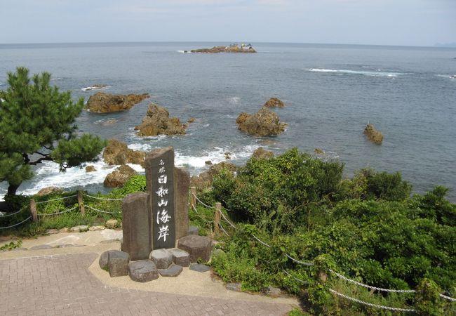 沖合には龍宮城も見えます