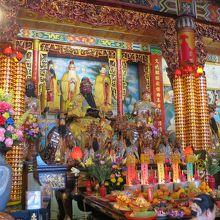 拝殿の内部