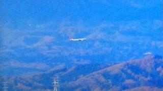 山の中にある空港です