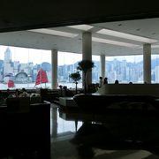 香港島の景観を眺めながら