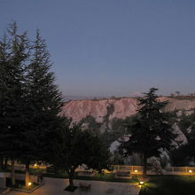夕暮れの鳩の谷の様子(ホテルの窓から撮影)