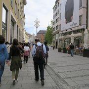 レジデンツやマックスヨーゼフ広場の西側にある通りです。