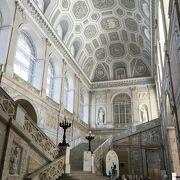 ナポリとシチリアを統括したブルボン家の居城