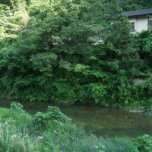 摺上川に面した宿が多いです