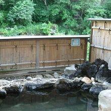 摺上川に面した露天風呂も多い