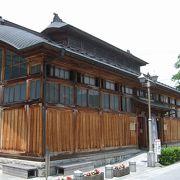 飯坂温泉発祥之地「鯖湖湯」、「旧堀切邸」などが並ぶ町並みがお薦めです