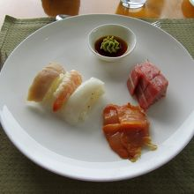 このように、お寿司もお刺身もお好みで注文できます