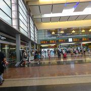 空港からエル カミニート デルレイ への乗り換え駅