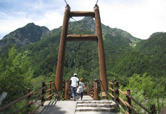 明神橋から明神岳を望む。