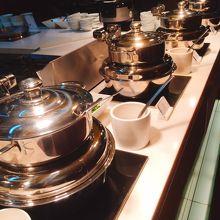 ホットミールたち。お粥、スープ、揚げ物、焼き物たくさんです