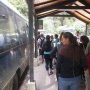 復路のバスに乗車するも並びました