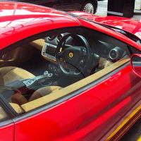右ハンドルのフェラーリ。超貴重品です。