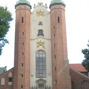 高い2本の塔が美しい姿です。