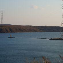 灯台と鉄塔