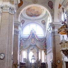教会の中で撮影。
