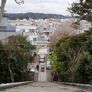 勝浦の町並みが一望できる神社