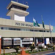 イグアスの滝とは対照的に小さな空港です