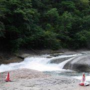 吹割の滝下流域にある迫力の滝