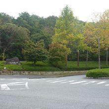 広い公園の入り口
