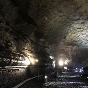 観光客で混雑する済州島一の見どころ