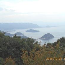 伊予三島(現 四国中央市)方向ですが曇っていて見えません。