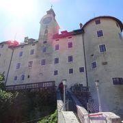 世界遺産の小さな町のお城