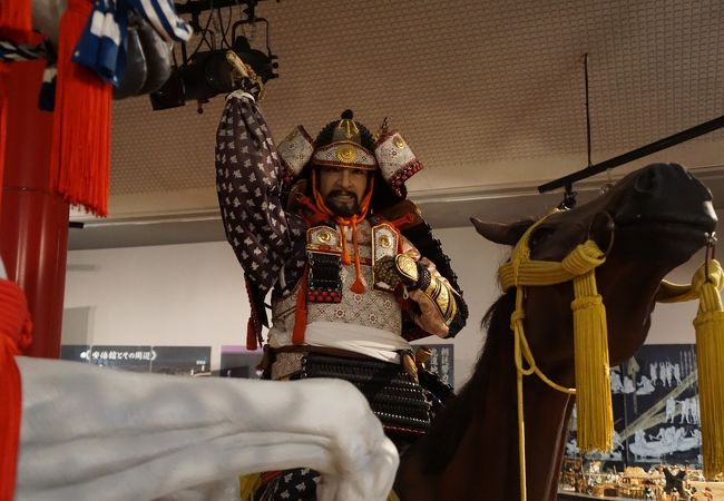 源義家、安陪貞任の騎馬像は圧巻