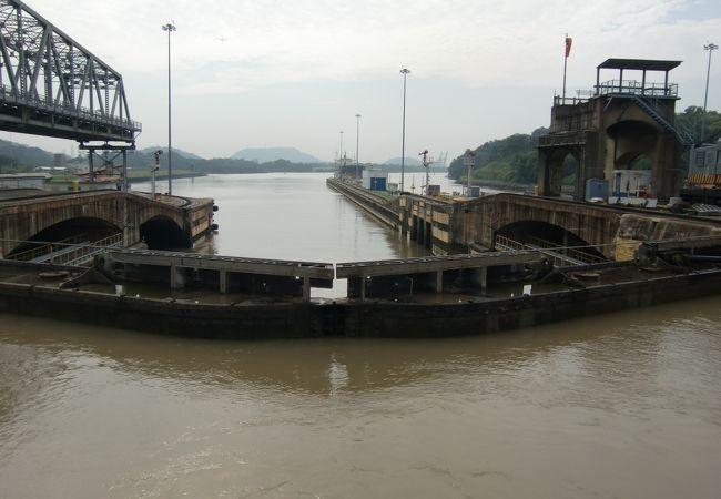 パナマ運河を太平洋側のフラメンコ・マリ-ナから大西洋側のコロン港まで抜けました。