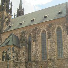 古い教会の印象です。