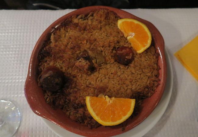トゥーリャス バー & レストラン