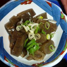 いごねり。佐渡の郷土食。海藻を練って寒天で 固めたもの