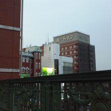 深谷駅デッキから見たルートイン。