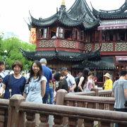 豫園の入り口にある茶店