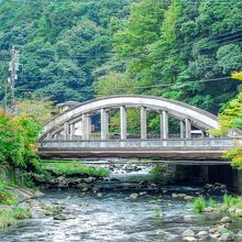 湯本橋から見た旭橋 昭和8年の近代建築