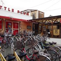 手前の自転車はレンタル自転車です
