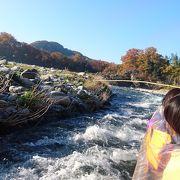 紅葉シーズンの長瀞ライン下りは景色がきれいです。