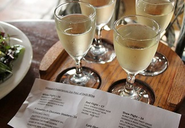 ナイアガラワインのテイスティングセットが楽しめます