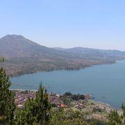バトゥール湖の眺めがすばらしい