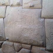 角が12個ある石