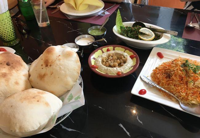どうってことない中東料理の店。ランチのラベルは低い