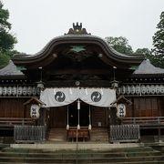 藤原秀郷の創建に始まるとされる古い歴史