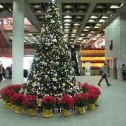 クリスマスシーズンの信徳中心