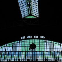 駅舎の採光窓