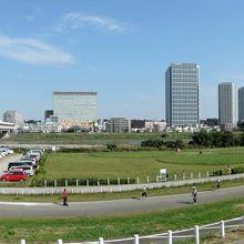 多摩川緑地バーベキュー広場と二子橋