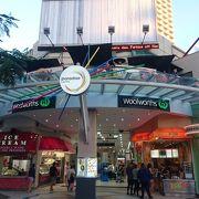 地下に大きなスーパーもある便利なショッピングモール。