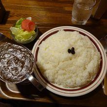 ビーフカレーです。 ご飯の量に注目!