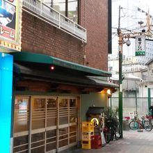 反対側に本店もあります。
