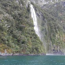 この滝の近くまで行きました。