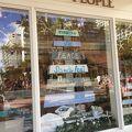 ワイキキビーチのすぐ近く、ハワイ雑貨が豊富な店
