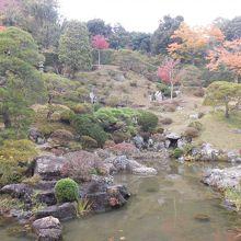 「日本名園百選」に選ばれた上下二段式『池泉鑑賞蓬莱庭園』